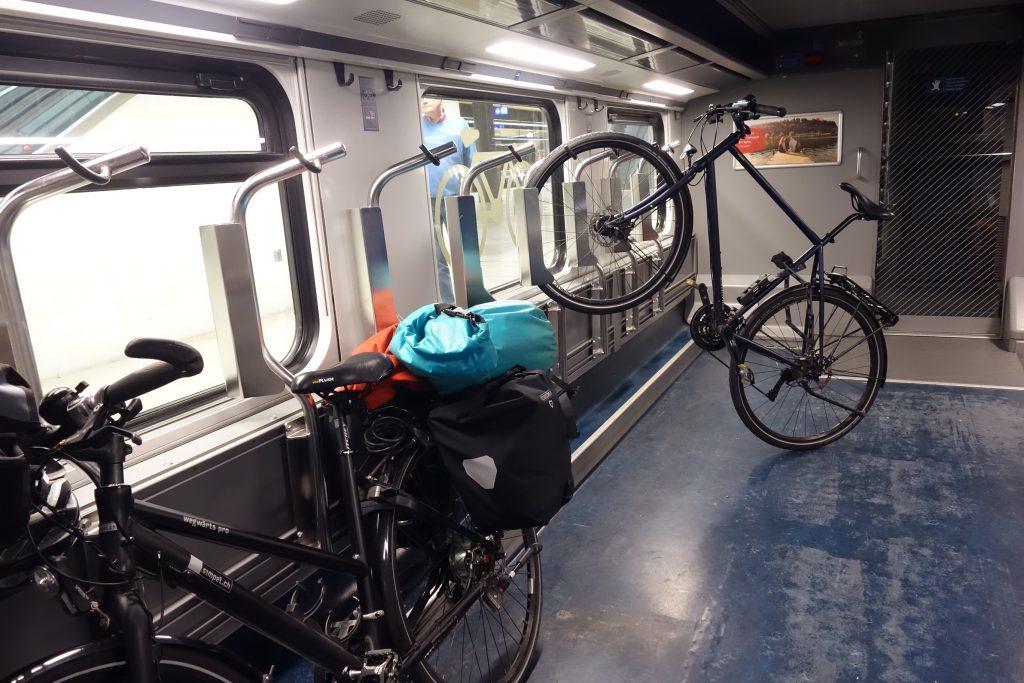 Fahrrad-Aufhängung im Zug