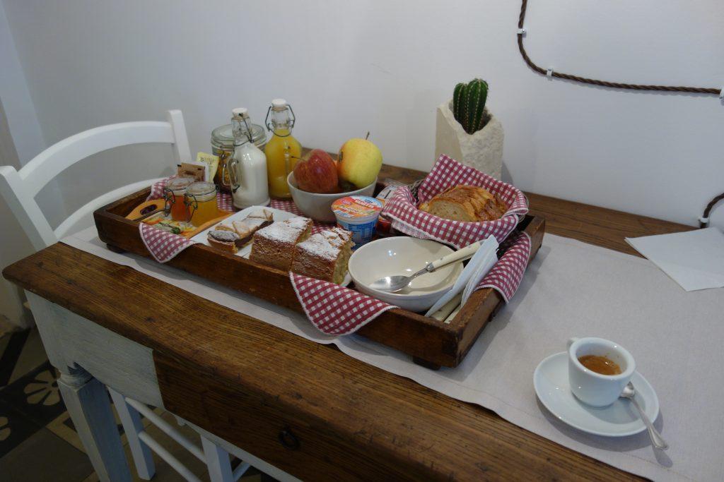 Frühstück im B&B Zuppetta 16 in Bari