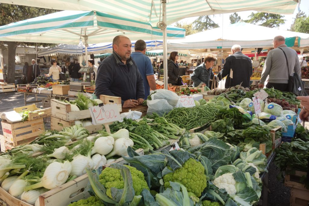 Auf dem Markt von Locorotondo