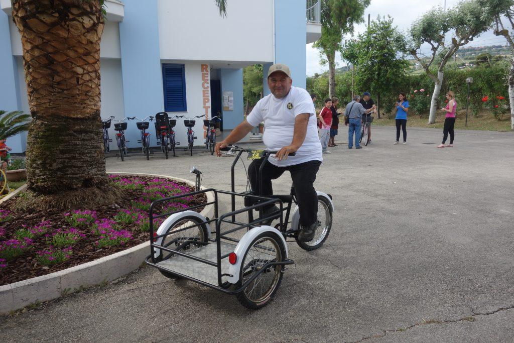 Giuseppe nimmt nicht am Bike-Anlass teil. Er arbeitet auf dem Campingplatz.