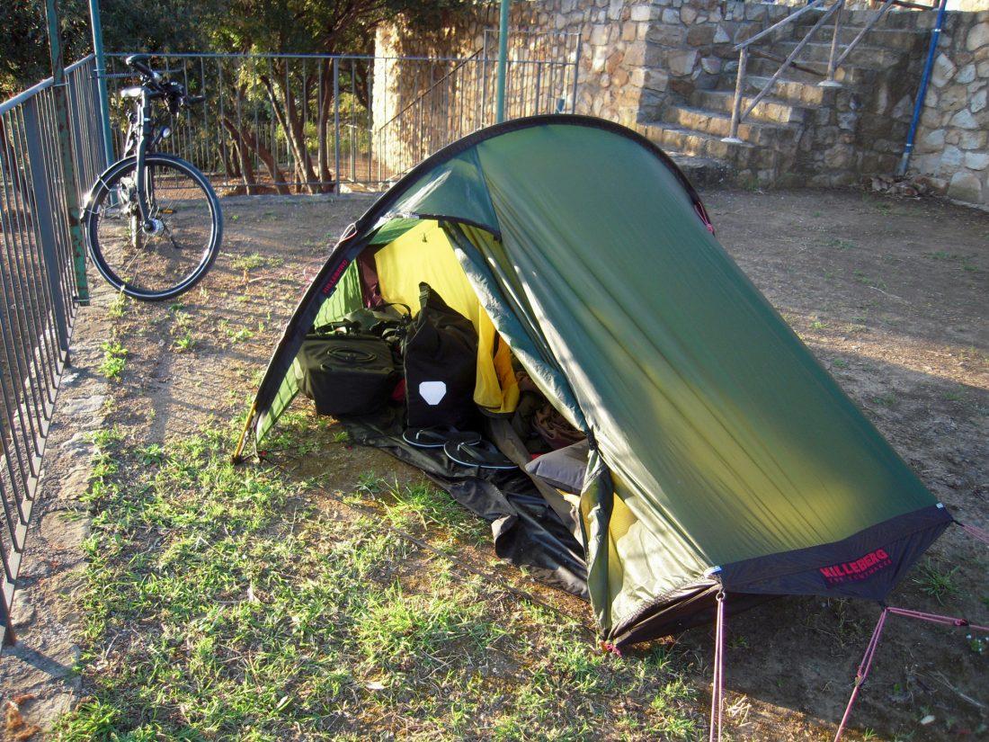 Camping in Italien - Zelt aufstellen