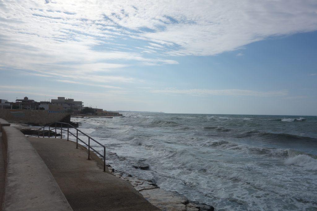 Wütendes Meer vor Giovinazzo