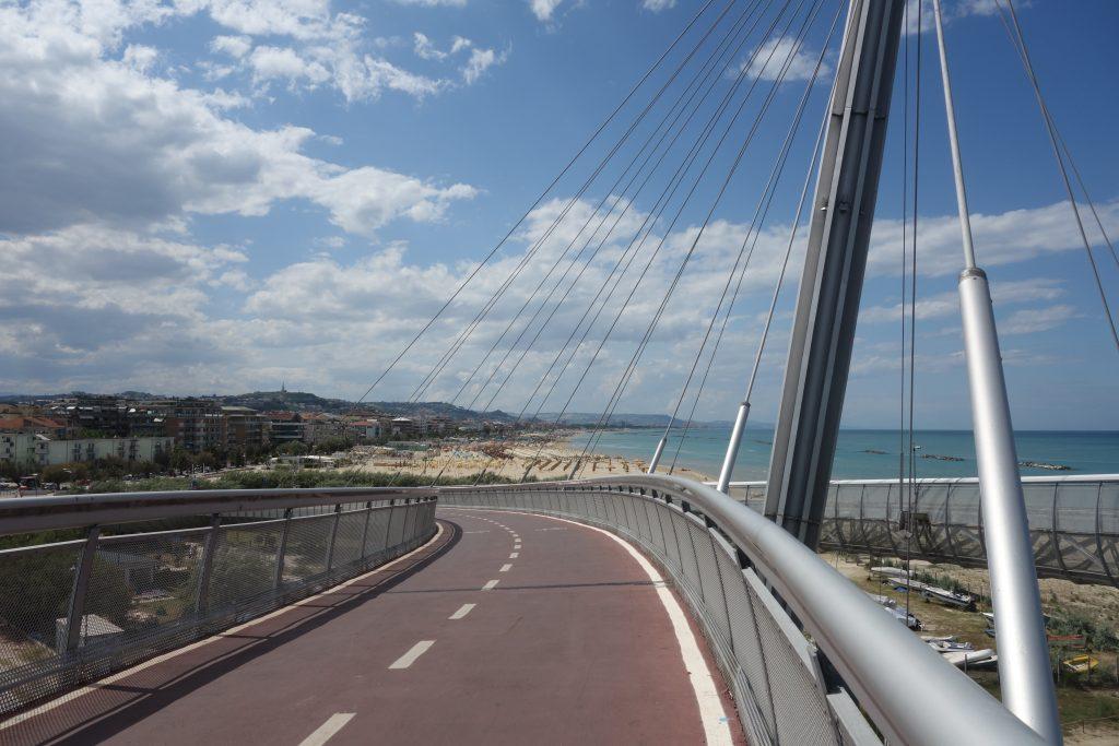 Fahrrad- und Fussgängerbrücke in Pescara