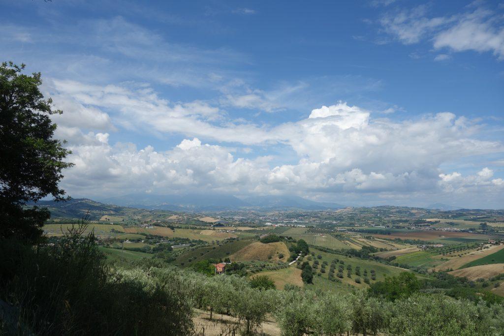 Hügellandschaft im Hinterland der Abruzzen