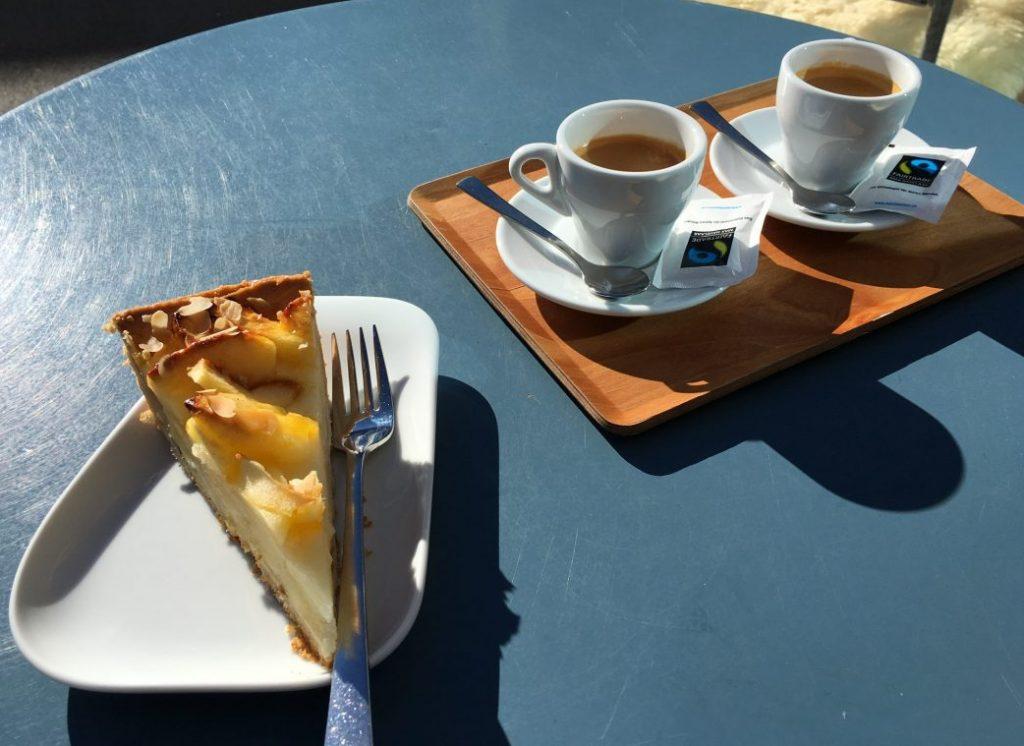 Kaffee und Kuchen in der Jugendherberge Saas-Fee