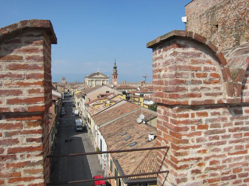 Blick von der Mauer in die Stadt
