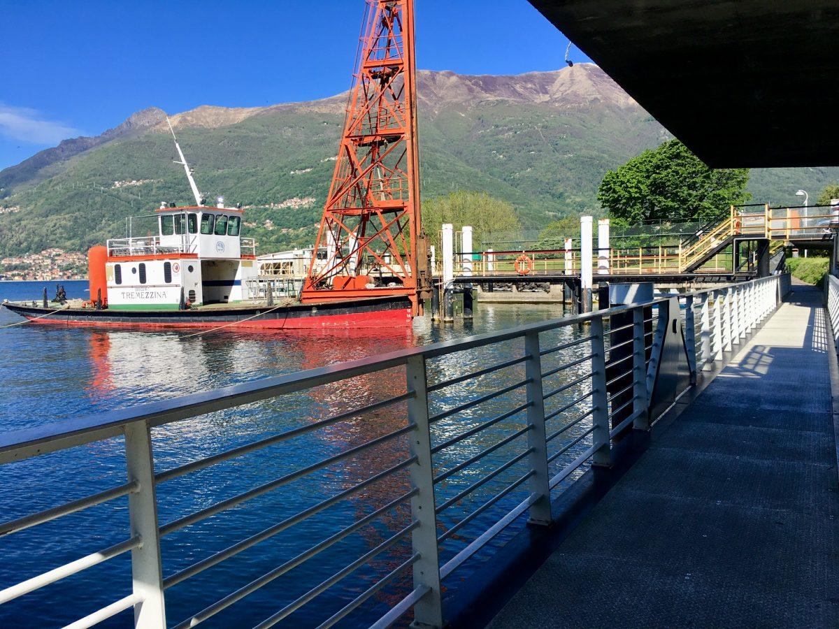 Fussgängerbrücke am Hafen von Dervio