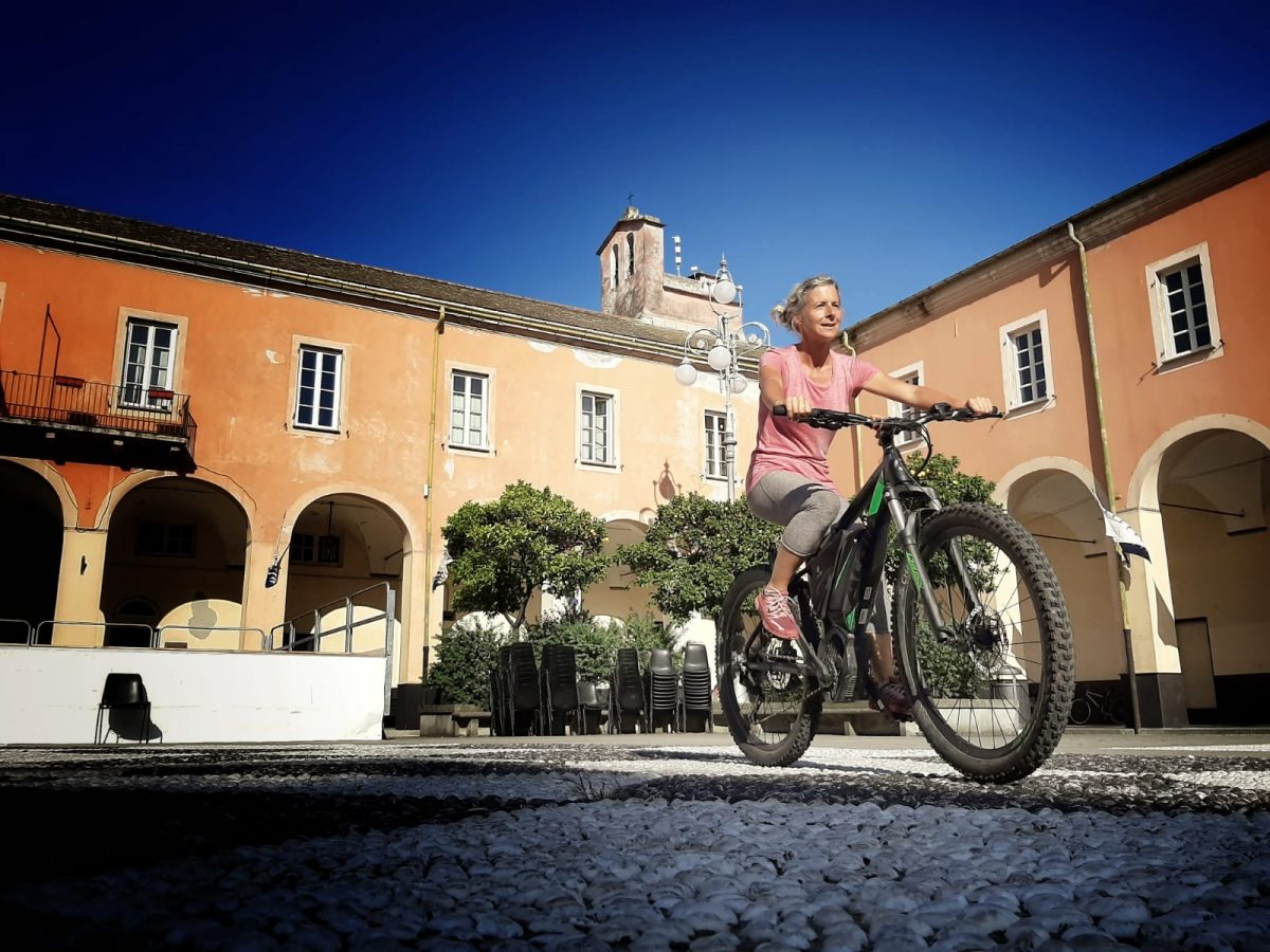Miss Move per E-Bike in Levanto, Ligurien