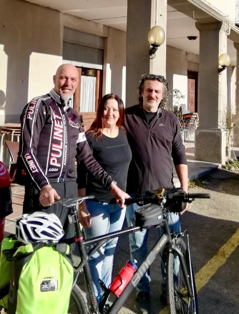 Stefania und Giordano vor ihrem Hotel in Ottone