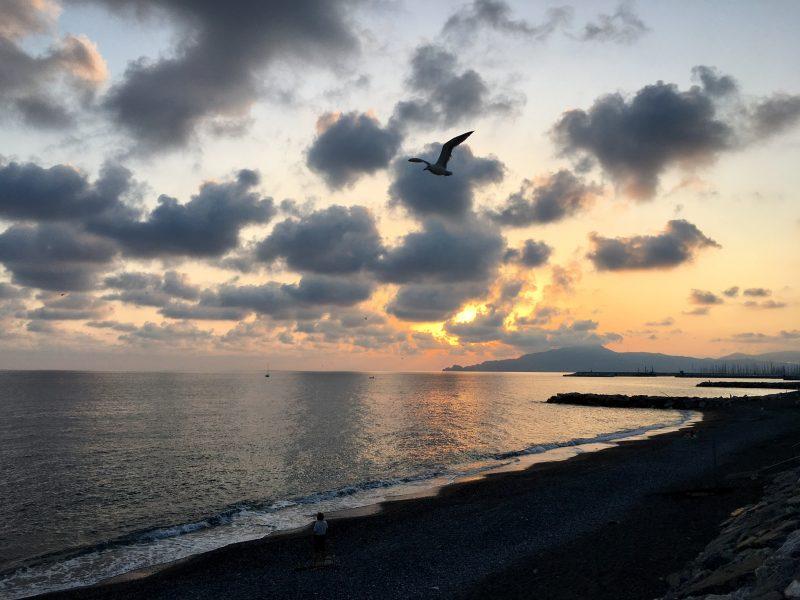 Abendstimmung über dem Meer bei Chiavari, Ligurien