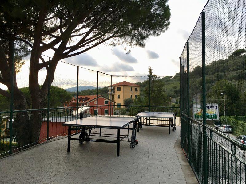 Tischtennis-Tische auf dem Camping Lo Scoglio in Lavagna