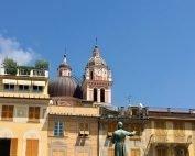 Häuser und Kirchturm von Chiavari, Ligurien