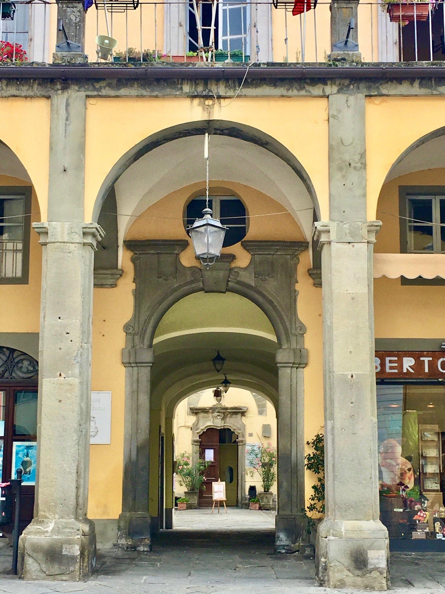 Am Hauptplatz von Pontremoli