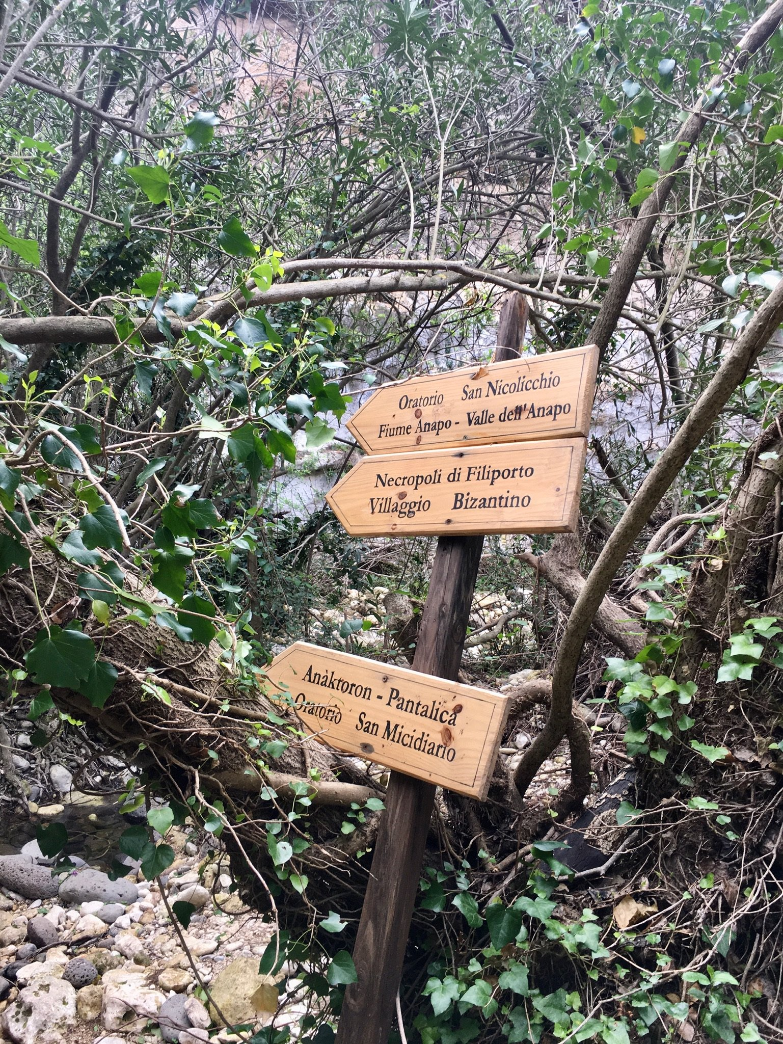 Wandern im Anapo-Tag in Sizilien