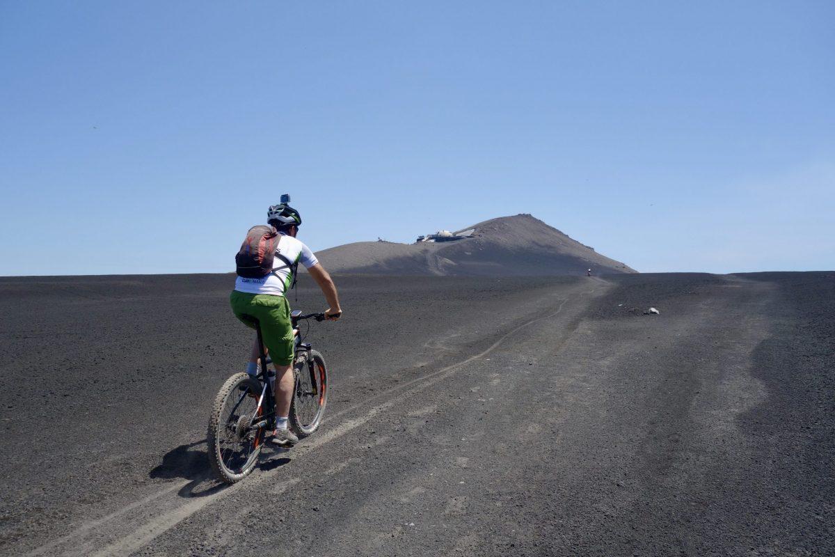 Mit dem E-Bike auf den Vulkan