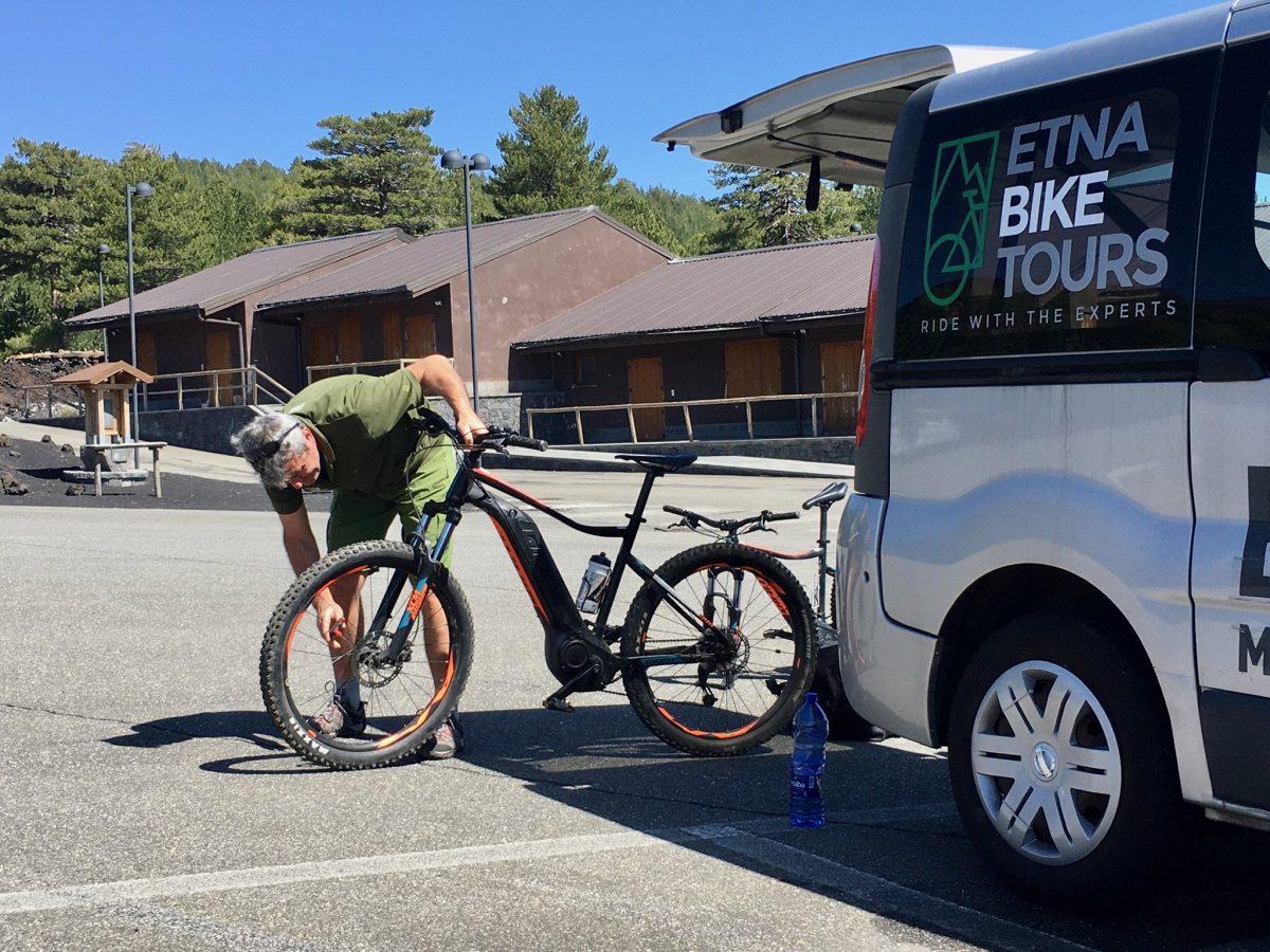 Per Fahrrad auf den Ätna