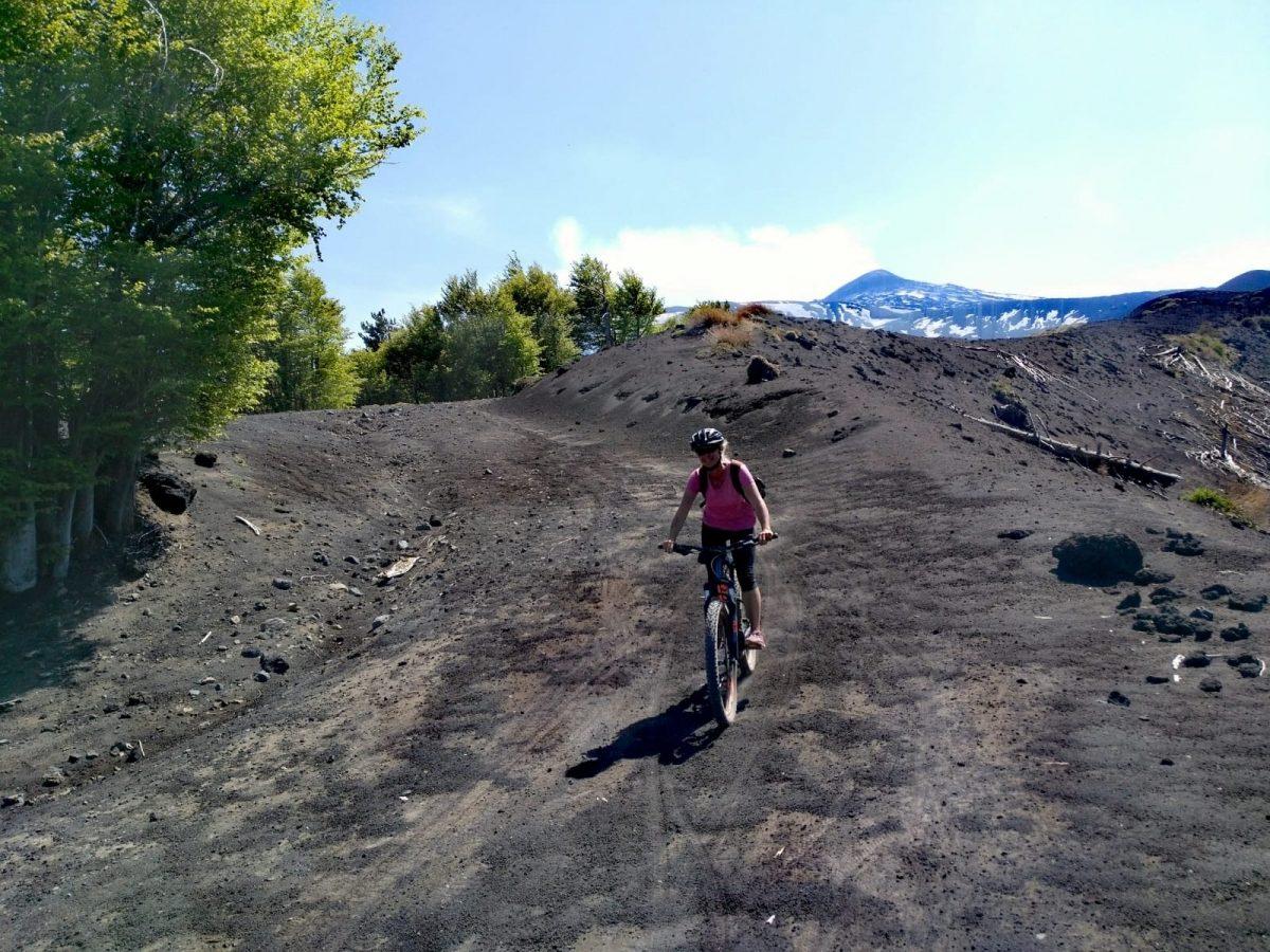 Abfahrt vom Vulkan per Fahrrad