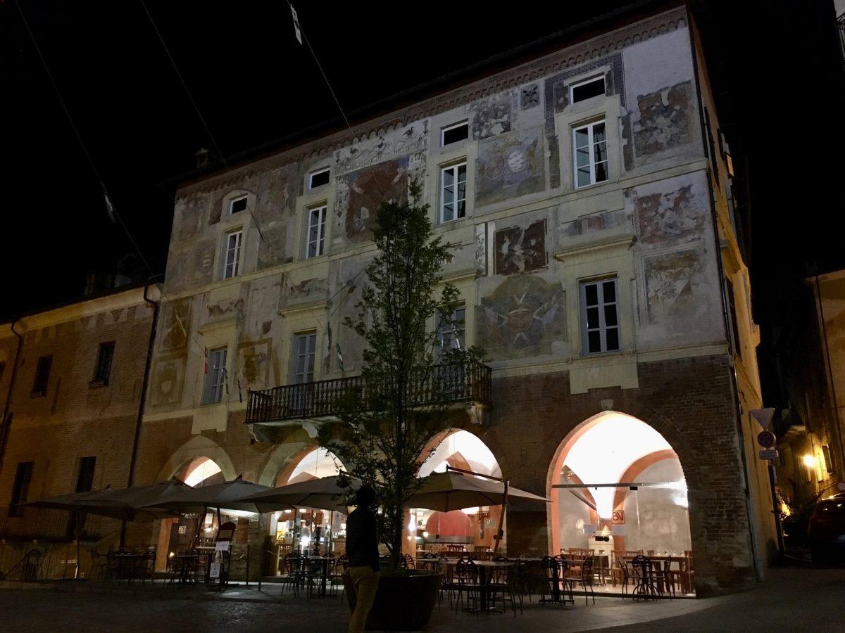 Abends im oberen Mondovì