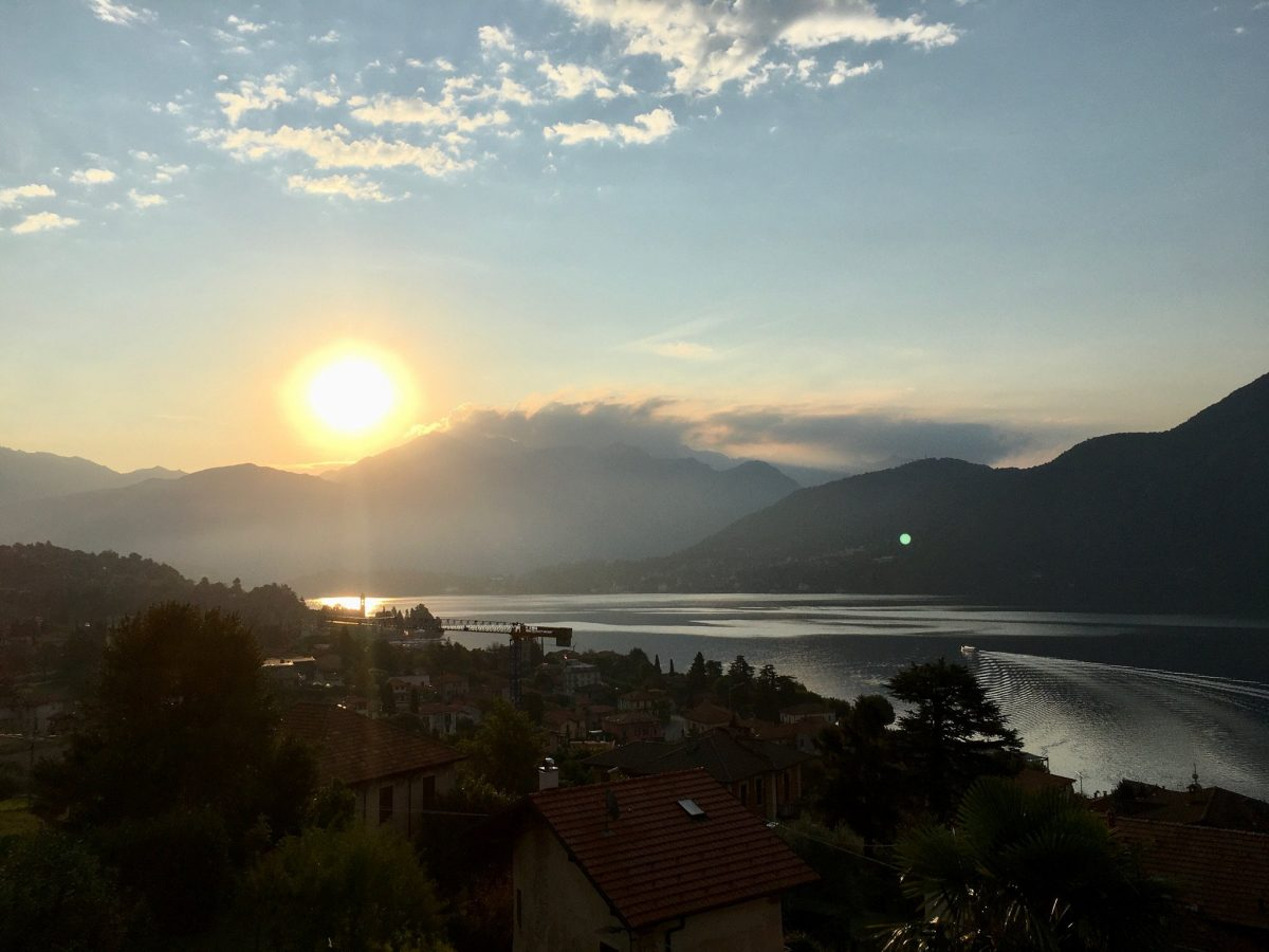 Sonnenaufgang über dem Comer See