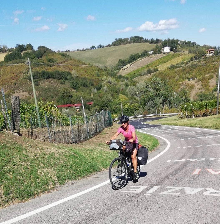 Doro Staub auf ihrem Tourenrad